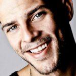 Conmoción en España: murió el cantante Àlex Casademunt en un accidente de tránsito